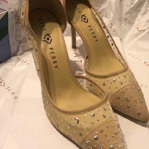 Neutral tone Katy Perry heeled pumps.  Sz 8
